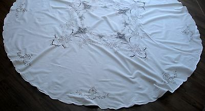 Vintage Cream Madeira Embroidered & Cutwork Large Round Linen Tablecloth