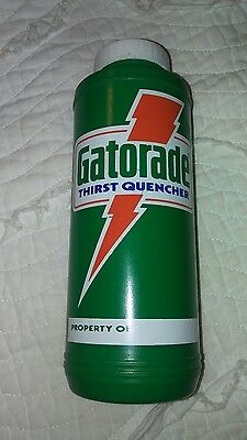 Vintage Gatorade 32 Oz Plastic Water Sports Bottle With Squirt Top 1985