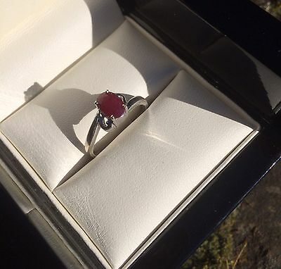 Beautiful 9ct 375 White Gold & Solitaire Ruby Ring Size N O Fully Hallmarked