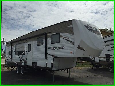 2015 Forest River Wildwood 34 ft camper 5th wheel
