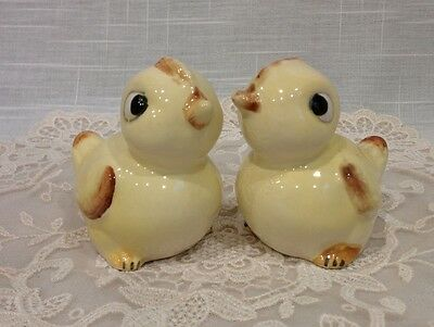 Vintage porcelain yellow baby chick chicken bird salt & pepper shakers Japan