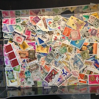 Stamps 200 mixed world off paper, all different, lots early stuff aswell as new
