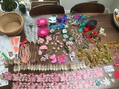Job lot of arts and crafts items including flowers, ribbon, tinsel, beads etc
