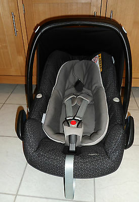 MAXI-COSI PEBBLE PLUS i-SIZE GROUP 0+ BABY CAR SEAT IN SPARKLE GREY