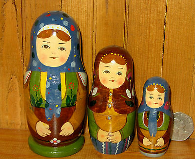 Russian Small Nesting Doll 3 HAND PAINTED MATRYOSHKA signed RYABOVA ネスティングドール