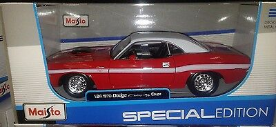 1970 Dodge Challenger R/T Coupe Diecast Car 1:24 Maisto 8 inch Red