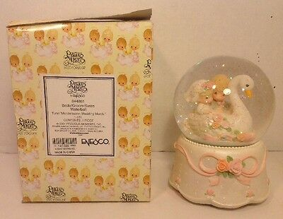 Precious Moments Musical Water Globe Plays Mendelssohn Wedding March 2001