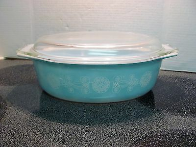Pyrex Turquoise Lace Medallion Casserole 2.5 qt  with Lid RARE Find