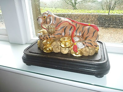 VINTAGE Chinese  Year Zodiac Wealth Cai Fierce Feral Tiger Statue carving