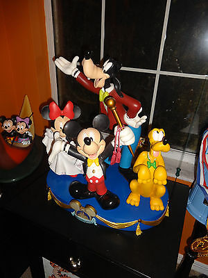 Disney World 50th Happiest Celebration Earth Mickey Goofy Minnie Big Fig Satue