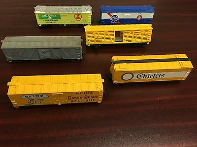 Assortment: Life Like/ Athearn/ Tyco/ Roundhouse Boxcars and Cattle car