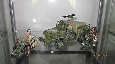 King & Country WWII  DD049 US Jeep, 2 motorcycles
