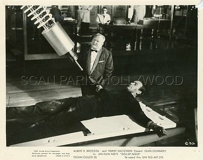 James Bond 007 Sean Connery  Gert Fröbe Goldfinger  1964 Photo Original #21