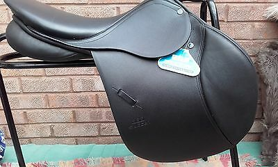 "bnwt - 17"" (30) BLACK STUBBEN PHOENIX CC JUMPING SADDLE - MEDIUM FIT"
