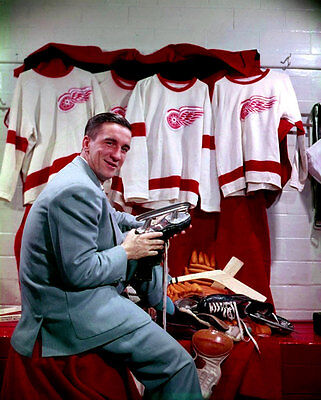 Ted Lindsay Detroit Red Wings Unsigned 8x10 Photo