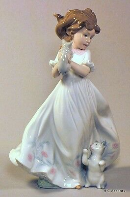 Lladro - Kittens Gathering  #6941 - Young Girl With Kittens - Mib