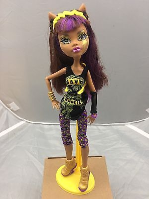 Mattel Monster High Clawdeen Wolf Save Frankie Doll.With Stand.Good condition!