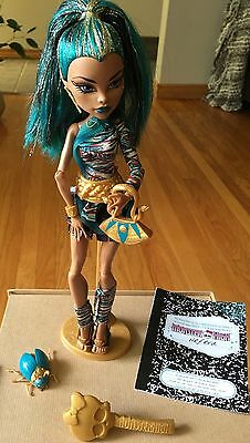 Mattel Monster High Nefera De Nile Doll With Accessories.First Wave.Book.
