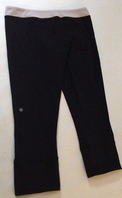 Lululemon Capri Black / Stripe Waist Pants Women Yoga & Fitness Size 6 Or 8