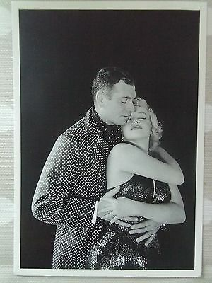 MARILYN MONROE POSTCARD 1957 embracing Laurence Olivier Prince & the Showgirl