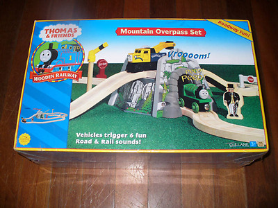 THOMAS the TANK AND FRIENDS - MOUNTAIN OVERPASS SET 2002 LEARNING CURVE - NEW!!