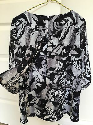 SUZANNE GRAE Black And White Top With 3/4 Sleeves Size 12-14