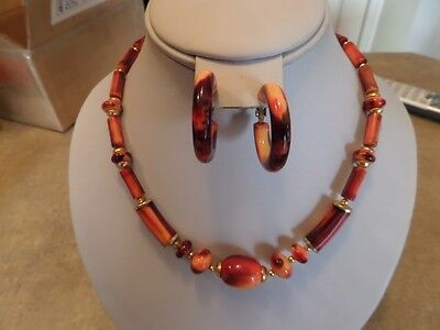 Vintage Marbled Red and Orange Plastic Necklace and Clip Earrings C2