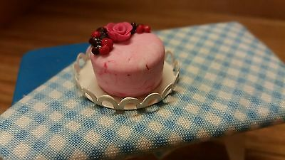 dolls house food 16th scale, fruit berry cake - by Debbie