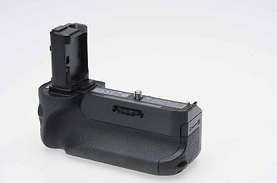 Sony VG-C1EM Vertical Battery Grip for Alpha a7, a7R                        #034