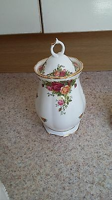 ROYAL ALBERT OLD COUNTRY ROSES 7.5 inch lidded Jar
