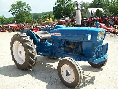 Ford 2000 Tractor , Runs Good !! , SELLS ABSOLUTE WITH NO RESERVE !