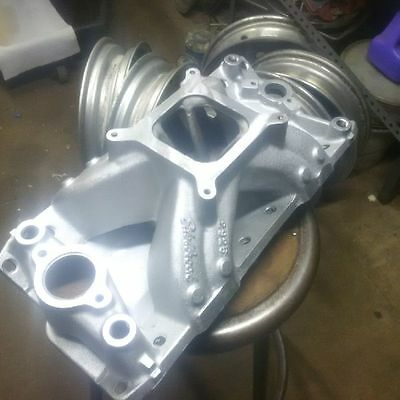 Edelbrock #2925  Super Victor  4150 SBC 23 degree heads