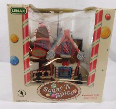 """Lemax Sugar 'N Spice """"Molasses Falls Candy Shop"""" Porcelain Lighted House NEW"""