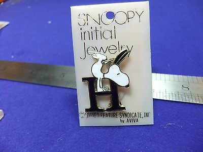 vtg badge snoopy letter initial H brooch blue on card 1970s peanuts schulz