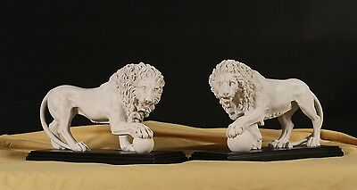 Classical sculpture of Medici & Vacca Lions Carrara Marble White on a Black Base