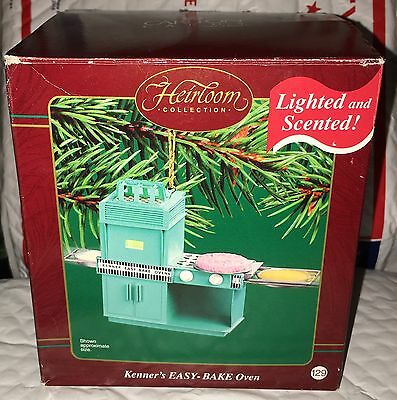 Carlton Cards Hasbro Kenner Easy Bake Oven Ornament Lighted Scented 2003 Teal