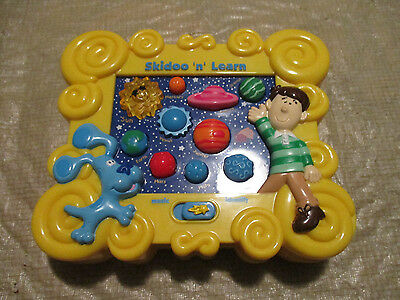 2000 MATTEL  Blues Clues Skidoo N Learn Solar System Planet Game Toy LEARNING