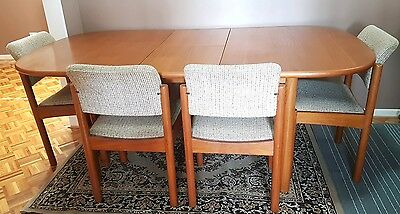 Retro Chiswell Extendable Solid Timber Dining Table & 6 x Chairs