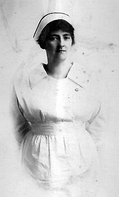 Portrait photo of young nurse
