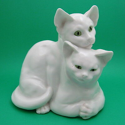 RARE Exquisite Pair of Hugging White Cats Green Eyes Porcelain Figurine 9907