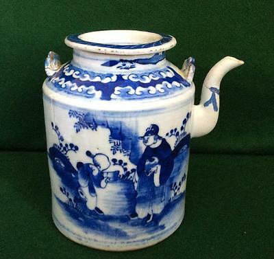 ANTIQUE 17th 18TH CENTURY CHINESE PORCELAIN HAND PAINTED BLUE AND WHITE TEAPOT