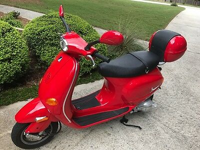 2005 Vespa Scooter Et4 150 Low Miles Red Great Condition  Et4 150