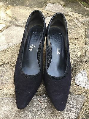 Women's vintage kitten heeled Shoes approx size 5