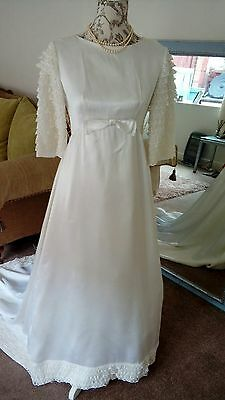Beautiful White Vintage Satin & Lace Wedding Dress 1960s Size 10