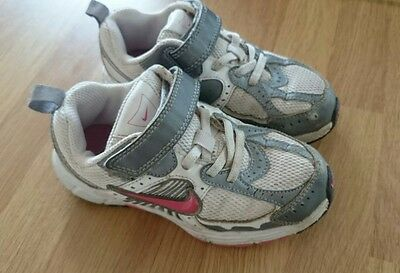 Girls Nike trainers size 10 / 27.5