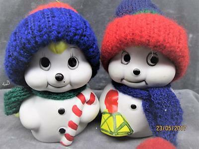 """2 Vintage Gitco """"snow Bells"""" Porcelain Snowmen With Hats & Scarfs Made In Taiwan"""