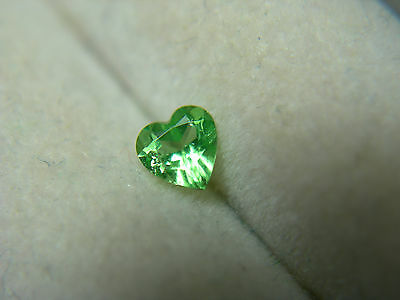 rare Green Tsavorite Garnet FANCY HEART cut gem Kenya FLUORESCENT grossular mint