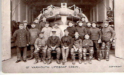 Gt Yarmouth Lifeboat Crew Postcard  unposted