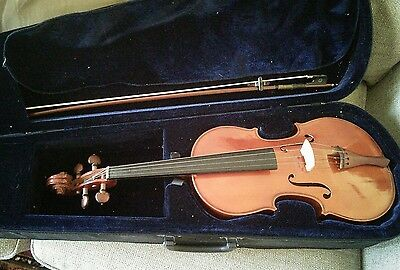 Full size viola with case, bow, resin, fine tuners + beginner lesson books + cd