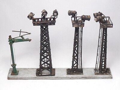 3 Vintage LIONEL FLOOD LIGHT TOWERS on Board ~ O Scale Train Accessories+ AS IS